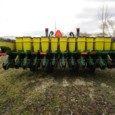 Used 2000 JD 1780 Planter